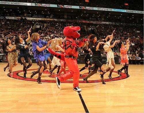 20101029-raptors-dance