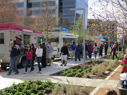 Dishcrawl Takes a Food Truck Tour in Klyde Warren Park this Sunday | I Live In Dallas