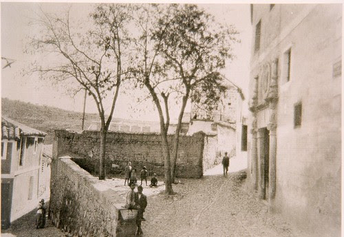 Corredorcillo de San Bartolomé a inicios del siglo XX. Fuente de la reina