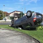 Saint-Priest | Saint-Priest : une voiture se précipite sur un rond-point et finit sur le toit