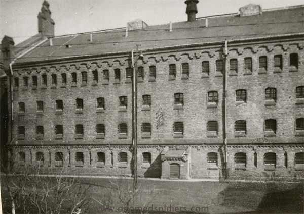 http://www.doomedsoldiers.com/gpx/rakowiecka_Str_Prison/data/images/urzad_bezpieczenstwa_prison2.jpg