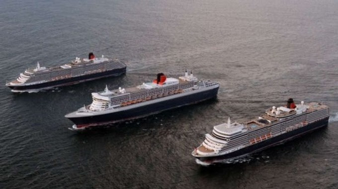3 Queens and the Red Arrows visit Liverpool