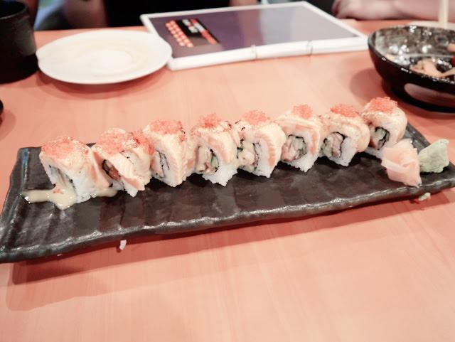 standing sushi bar 1