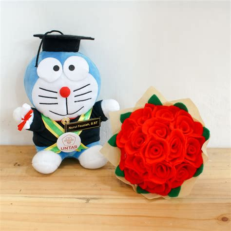 paket boneka wisuda doraemon  bunga flanel jogja