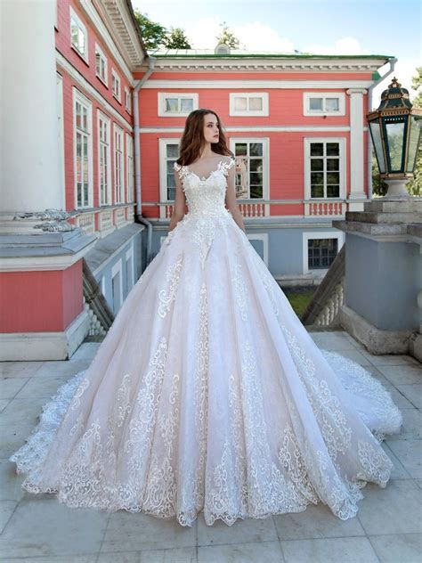 Luxury Wedding Dresses Ball Gown Sweep Train Sexy Lace