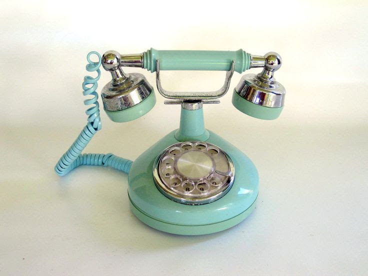 i'd love to get one of these vintage rotary telephones. they're so classy :]