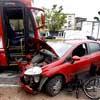 Fiat Punto fica destruído após bater em ônibus na Radial Leste, próximo a rua Itapira