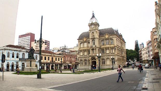 O Paço foi construído de 1914 a 1916 para servir de sede própria do poder municipal da cidade de Curitiba (Foto: Reprodução/RPC)