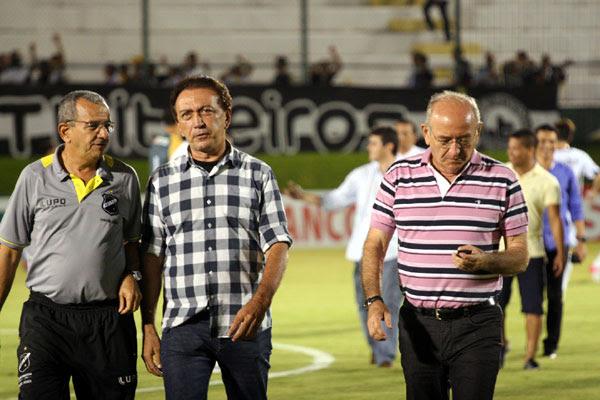 Roberto Vital tenta acelerar recuperação de atletas e o presidente Rubens Guilherme e Ferdinando Teixeira lutam por contratações