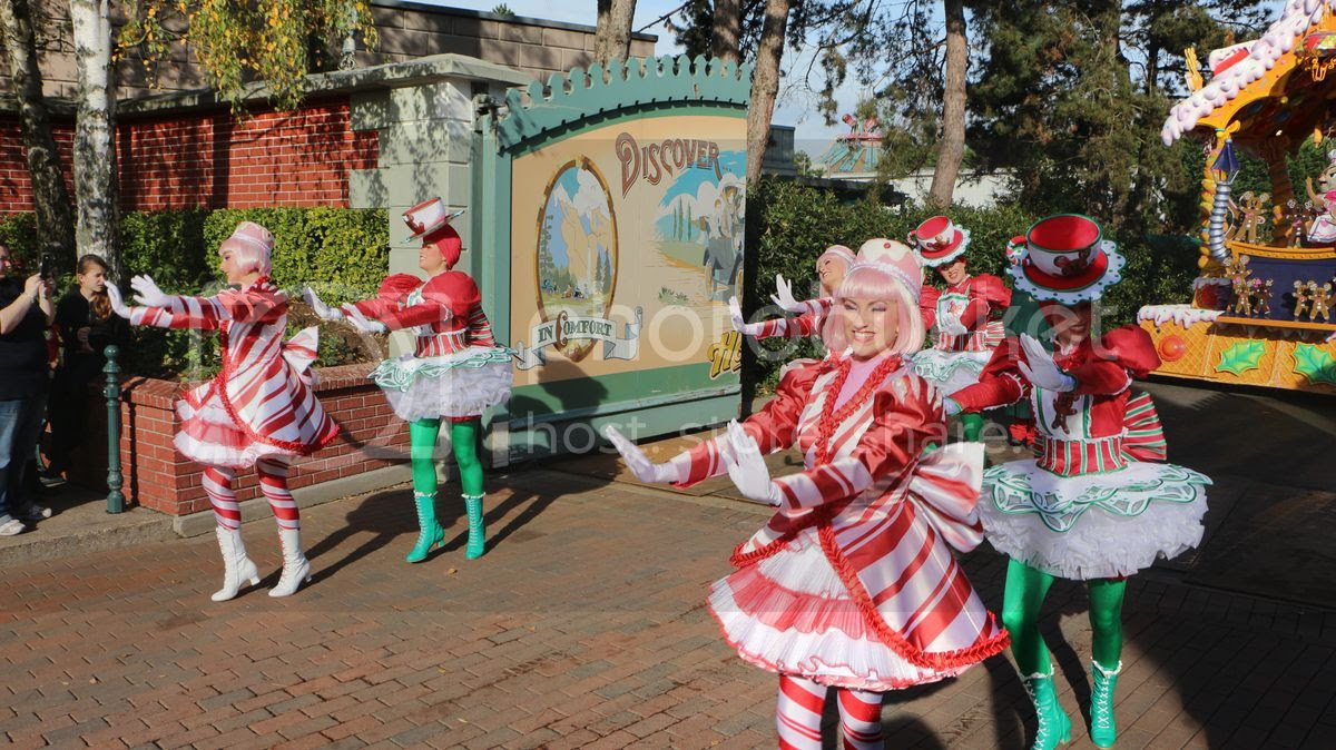 Disney Christmas Parade.Disneyland Paris Christmas Season Begins