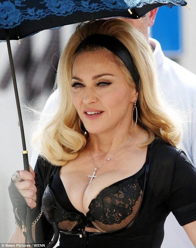 Dışarı avlanıyor: Madonna gösterdi diye önünde bir sürü var