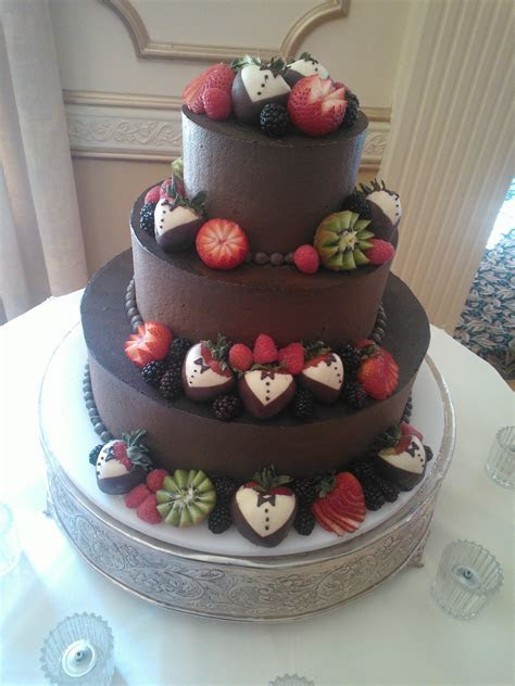 Wedding cake decorated with fruit   Cake: with fruit