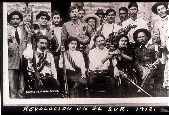 Mexikó, forradalom délen, 1912. Agustín Victor Casasola (1874-1938) fotója. Vö. http://content.cdlib.org/ark:/13030/hb367nb4xx/?layout=metadata&brand=calisphere