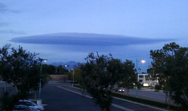 This cloud formation makes me wanna re-watch the 1996 hit film INDEPENDENCE DAY.