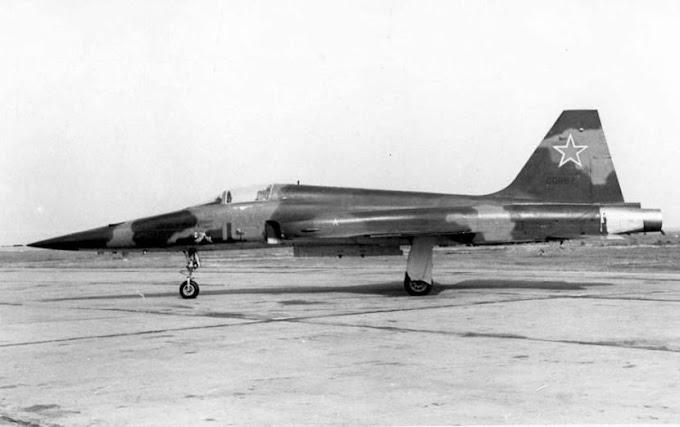 O filme do F-5 capturado no Vietnã levanta uma questão, os russos ainda operam aviões dos EUA?