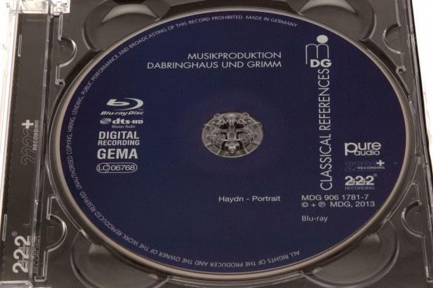 Es handelt sich technisch um eine normale Blu-ray. (Foto: Nina Sebayang/Golem.de)