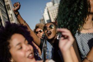 Blacks, tranças, dreads, turbantes: confira o que rolou na Marcha do Orgulho Crespo