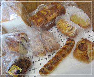 こちらは「神戸屋キッチン」のパン福袋。たっくさーん。