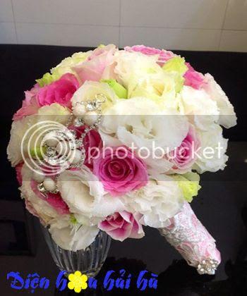 Bó hoa cuoi dep bằng hoa hồng phấn