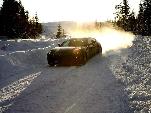 Carros: Conheça a Nova Ferrari FF em Ação