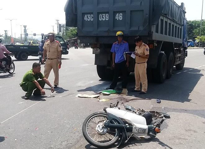 Hình ảnh Chủ tịch TP Đà Nẵng đến hiện trường vụ cụ ông bị tai nạn số 1