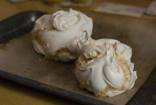Gooey meringues