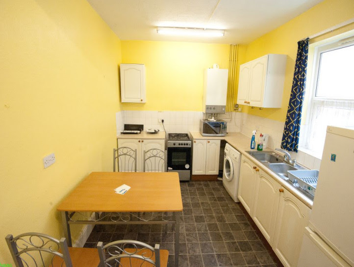 1 bedroom to rent in a spacious 4 bedroom house, in ...