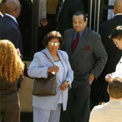 michael jackson father joe jackson files new lawsuit against doctor conrad murray on november 2010