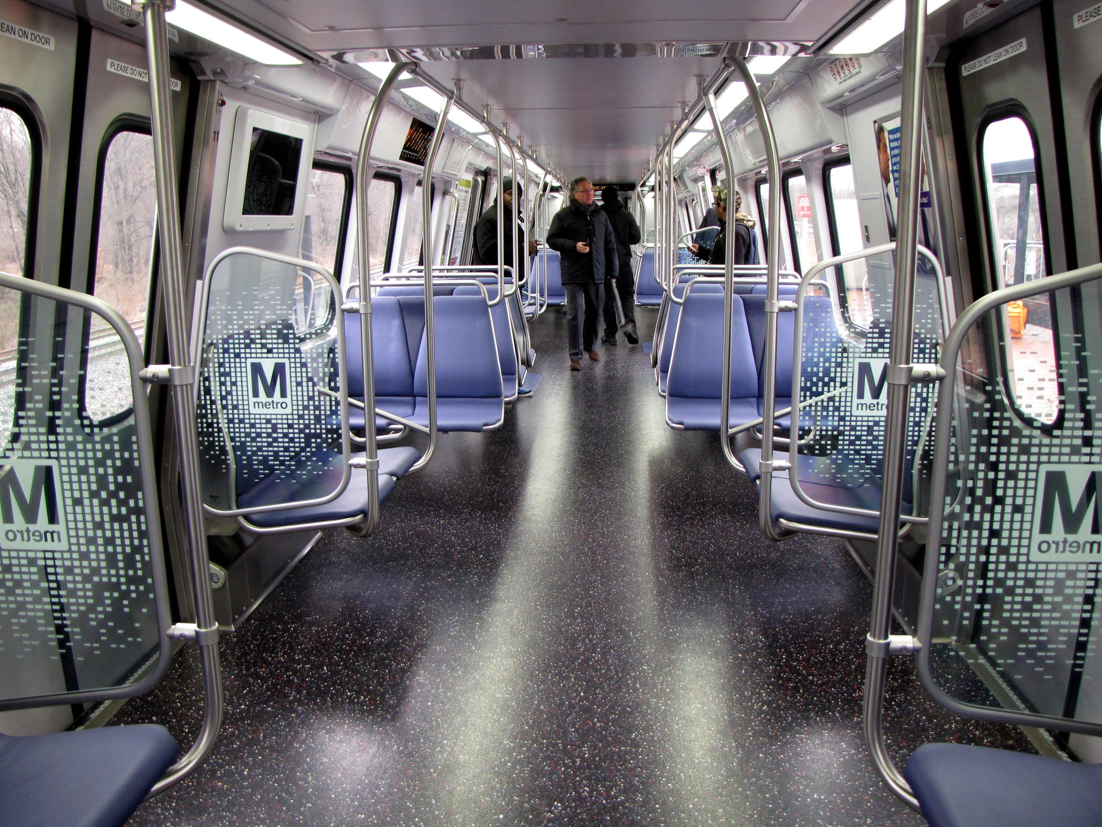Metro 7000-Series railcar debut 5.jpg