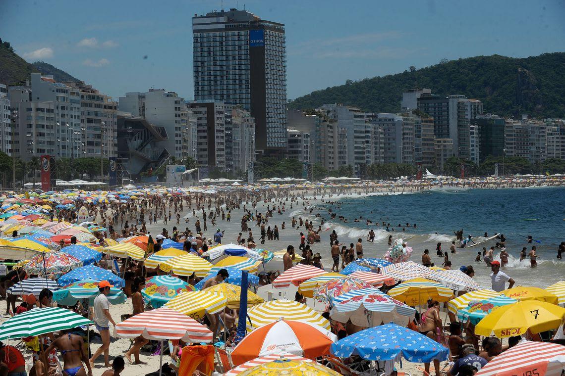 Rio de Janeiro - Praia de Copacabana no primeiro final de semana do verão no Rio de Janeiro(Fernando Frazão/Agencia Brasil)