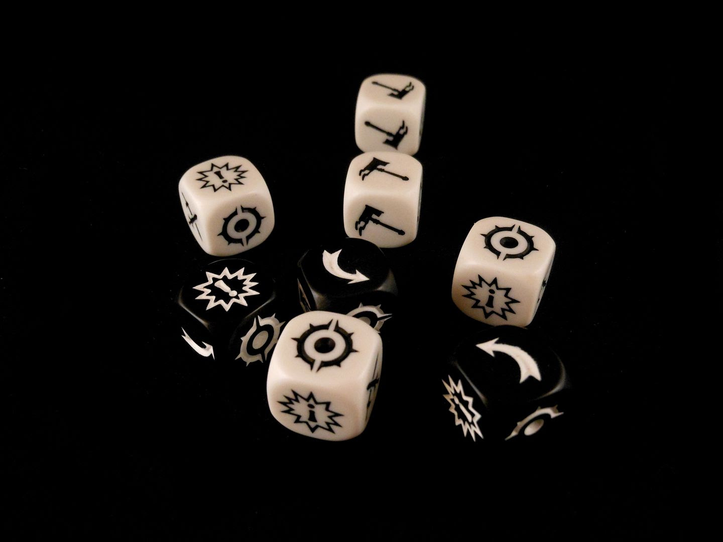 The custom attack and defence dice from Warhammer Underworlds: Shadespire.