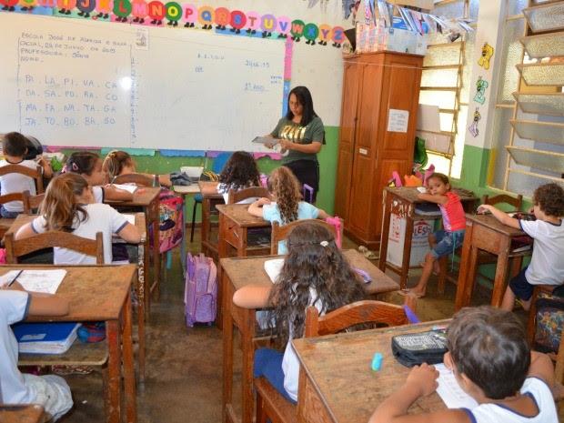 Quatro salas, duas do 1º ano e duas da educação infantil, seriam juntadas em apenas duas (Foto: Magda Oliveira/G1)