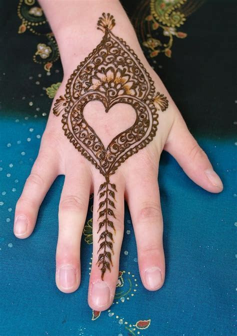 Heart Shaped Mehndi Designs. 20 Simple Henna Heart Designs