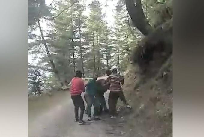 नशे में धुत्त हुड़दंगियों ने कर दिया पुलिसकर्मियों पर हमला:
