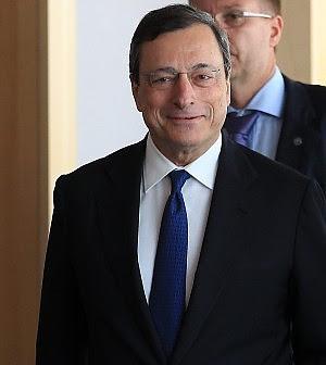"""Draghi: """"Acquisto bond non è aiuto di Stato"""" Merkel: """"Mercati distruggono frutti lavoro"""""""