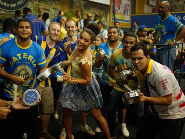 Juliana Alves à frente da sua amada bateria (Foto: Paulo Eduardo Gonçalves/Gshow)