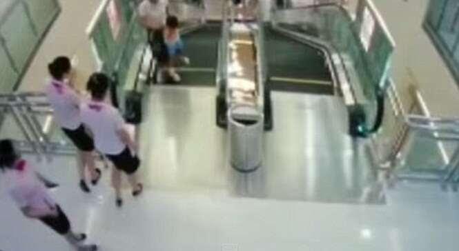 Mãe morre salvando filho ao cair dentro de escada rolante na China