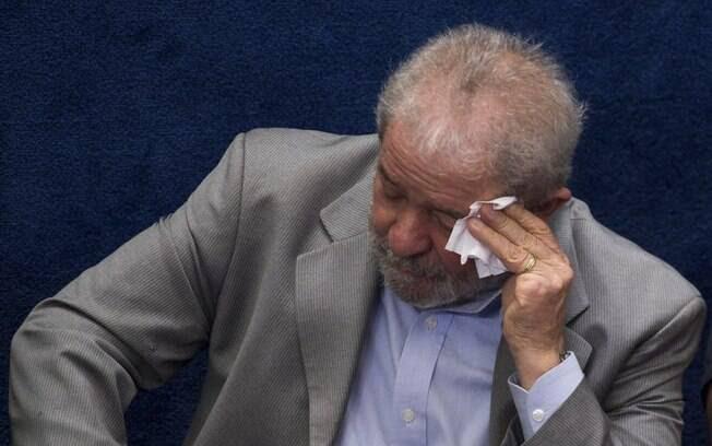 Defesa de Lula afirma que o juiz federal Sérgio Moro infringiu a Lei de Abuso de Autoridade; petista é réu na Lava Jato