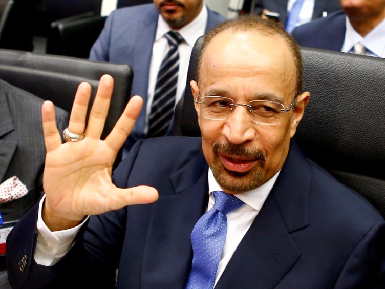 Saudi Arabia's Energy Minister Khalid al-Falih talks to journalists before a meeting of OPEC oil ministers in Vienna, Austria, June 2, 2016. REUTERS/Leonhard Foeger/File Photo