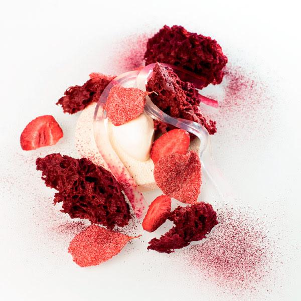 Fresa, remolacha, yogur y vainilla rosa de Darren Purchese