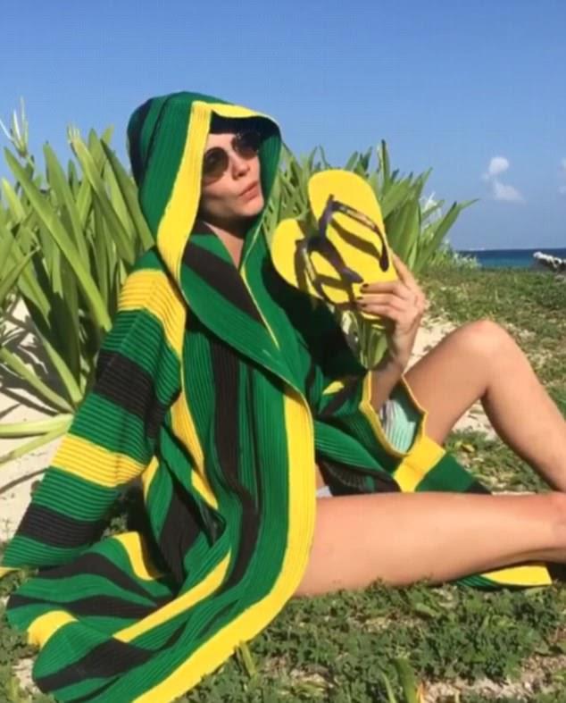 """""""Boas vibrações:"""" Posteriormente, publicando um clipe Boomerang de sua postura em um jumper verde, ela acrescentou: """"O que mais você precisa?  Sol, diversão, boas vibrações, amigos e Haivanas '"""