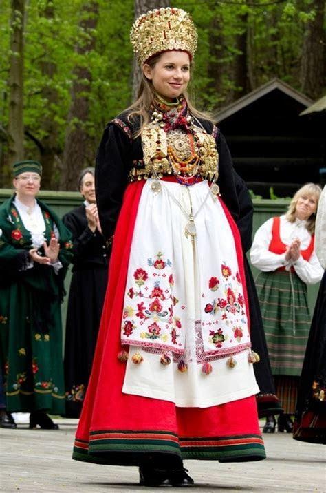 Bridal bunad from Øst Telemark, Norway   North NO Telemark