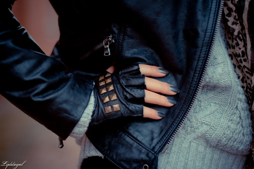 fingerless gloves.jpg
