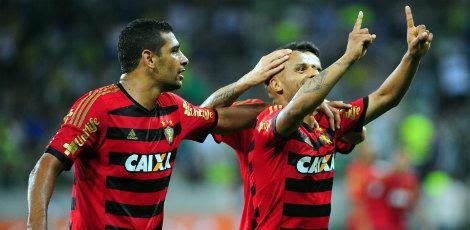 Patric fez o segundo gol rubro-negro aos 45 minutos do segundo tempo / Alan Morici/Estadão Conteúdo