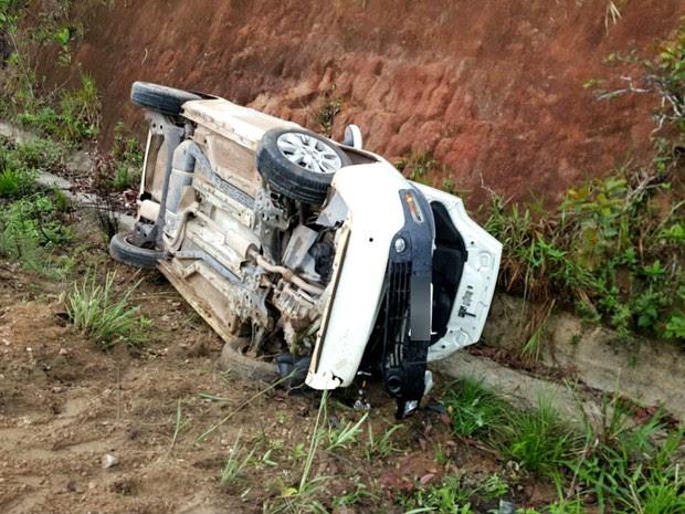 Carro capotou e motorista morreu na hora, em rodovia no Amapá (Foto: Divulgação/ BRPM)