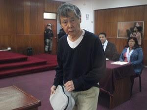 O ex-presidente peruano Alberto Fujimori chega ao tribunal nesta quinta-feira (17) em Lima (Foto: Martin Mejía/AP)