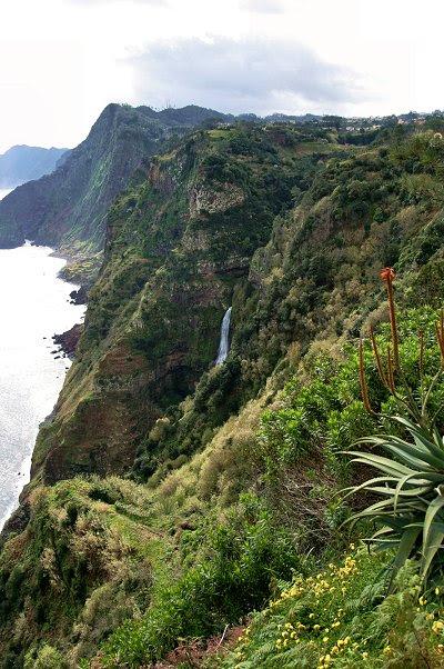 Achada do Gramacho, Santana, na direcção da Rocha do Navio.
