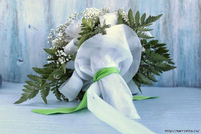 Plastic-flower-bouquet-from-egg-box14.jpg