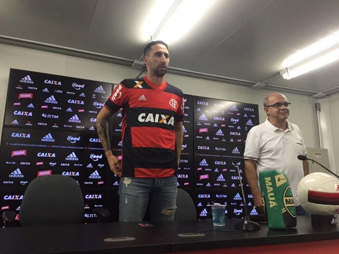 Donatti apresentação Flamengo (Foto: Raphael Zarko)