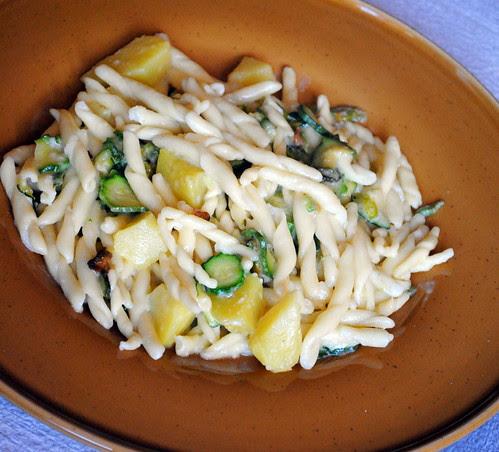 Pasta con zucchine, patate e stracchino